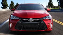 Toyota Camry 2015 có giá từ 23.795 USD