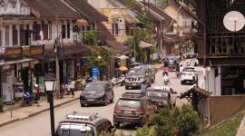 """Văn hóa lái xe của người Việt """"lùn"""" hơn người Lào"""