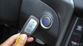 Ôtô đang chạy, bấm vào nút khởi động có sao không?