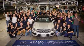 Mercedes kỷ niệm chiếc xe thứ 250.000 tại nhà máy Hungary