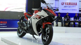 Yamaha R25 trang bị thêm phanh ABS