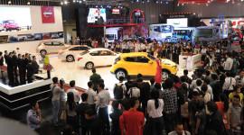 """VMS 2014: Lắm """"sao"""", nhiều xế, đông khách mua"""