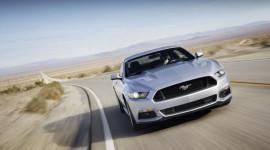 Ford Mustang bán gấp đôi Chevrolet Camaro trong tháng 11