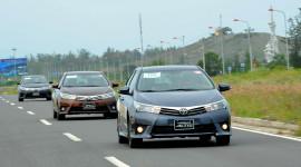 """Xe Toyota bán chạy như """"tôm tươi"""" tại Việt Nam"""