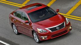 Tháng 12/2014: Nissan Altima dẫn đầu phân khúc sedan hạng trung