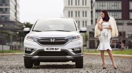 Phan Như Thảo quyến rũ bên Honda CR-V 2015