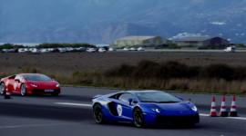 """Hoa mắt"" xem Lamborghini Aventador đọ sức với Huracan"