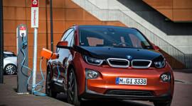 BMW tăng giá bán xe điện i3 2015