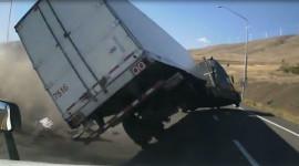 Video: Thiếu kiên nhẫn, tài xế xe tải suýt gây hậu quả nghiêm trọng
