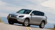 Toyota thu hồi tất cả các xe RAV4 chạy điện