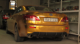 Đã mắt với Lexus IS 350C dán decal vàng nổi bật tại Hải Phòng