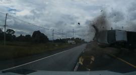 Video: Phản ứng xuất thần, tài xế thoát vụ va chạm kinh hoàng