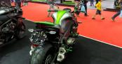Ngắm Kawasaki Z1000 tông xuyệt tông cùng đồ chơi hàng hiệu