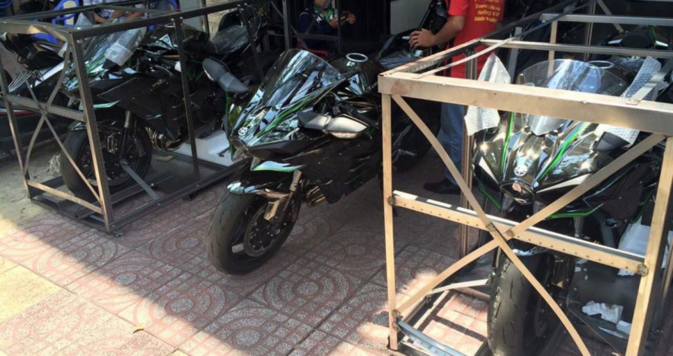 Mô-tô tiền tỷ Kawasaki Ninja H2 về Việt Nam