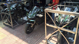 """Siêu mô-tô 200 mã lực liên tiếp """"đổ bộ"""" về Việt Nam"""