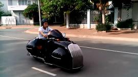 """Clip chạy thử môtô độ """"khủng"""" của thợ Việt"""