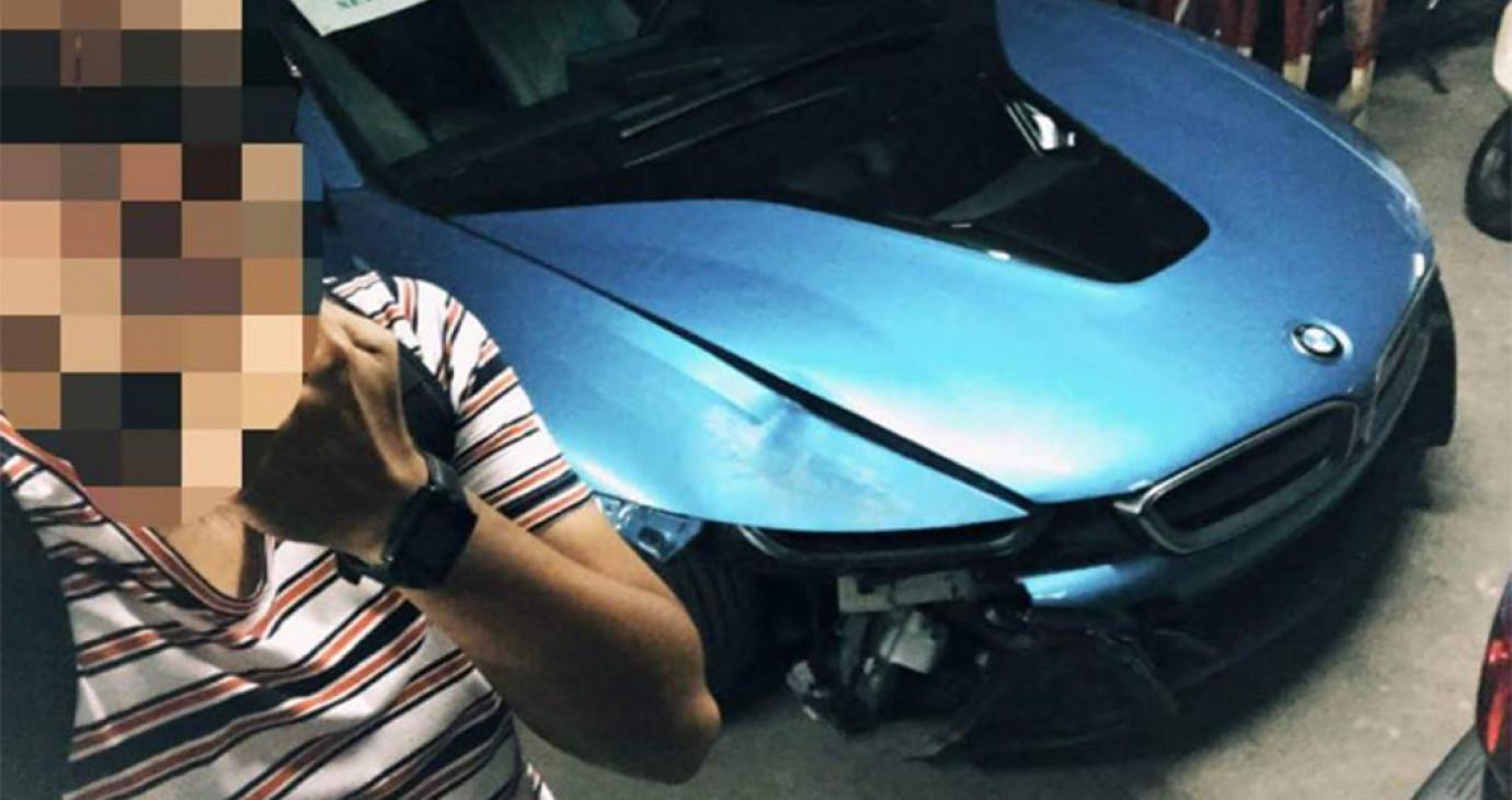 """BMW i8 màu độc của """"cậu ấm"""" 18 tuổi gặp nạn tại Hà Nội"""