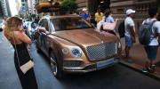 Siêu SUV Bentley Bentayga lần đầu lên phố sau khi ra mắt