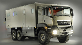 """""""Đột nhập"""" chiếc xe tải 18 tấn siêu tiện nghi"""