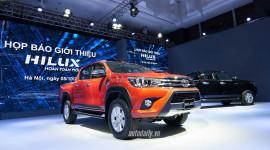 """Toyota Hilux 2016 chính thức """"chào"""" thị trường Việt, giá từ 693 triệu đồng"""