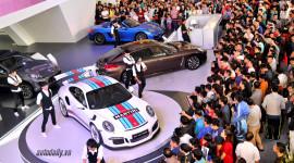 """""""Hóng"""" độ """"hút khách"""" của gian hàng Porsche tại VIMS 2015"""