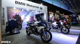 Đến gian hàng BMW Motorrad ngắm dàn mô-tô khủng