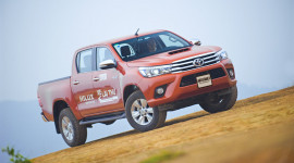 Đánh giá Toyota Hilux 3.0AT 2015: Vượt lên khái niệm xe bán tải