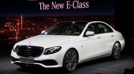 """Cận cảnh Mercedes E-Class 2016 """"bằng xương bằng thịt"""""""