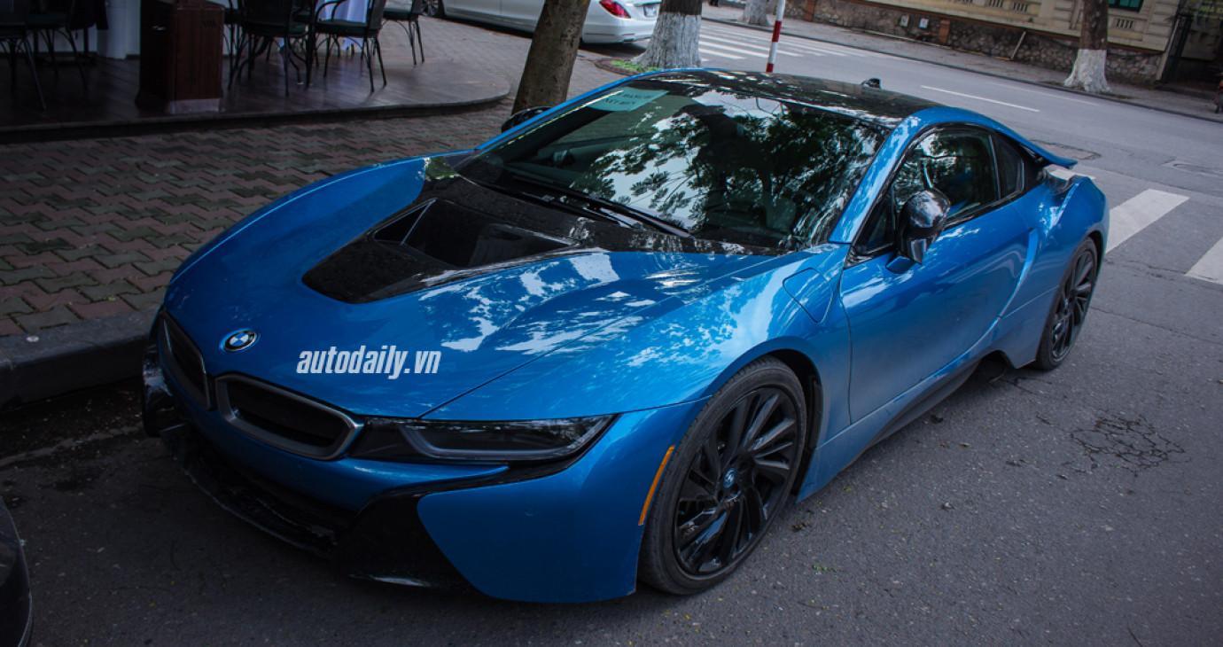 Cận cảnh BMW i8 xanh ngọc độc nhất Việt Nam
