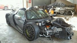 """Siêu phẩm Porsche 918 Spyder """"nát bét"""" giá 78.000 USD"""