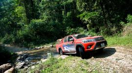 """Ngày 2: Toyota Hilux """"thử"""" bản lĩnh tại Pù Mát"""