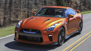 Nissan GT-R 2017 chốt giá từ 111.585 USD