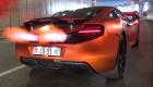 """Xem bộ đôi siêu xe McLaren MP4-12C đua nhau """"khạc lửa"""""""