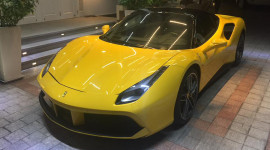 Ferrari 488 GTB vàng độc nhất Việt Nam về tay em trai Phan Thành