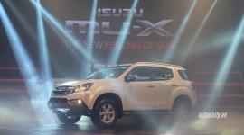 Isuzu mu-X giá từ 899 triệu đồng, cạnh tranh Toyota Fortuner