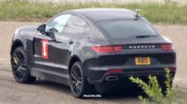Porsche Cayenne bản cạnh tranh BMW X6 lộ diện trên đường thử
