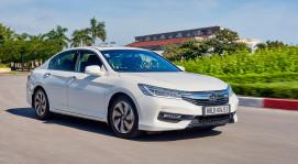 Đánh giá Honda Accord 2016: Ưa nhìn hơn, trang bị tốt hơn và lái phấn khích hơn