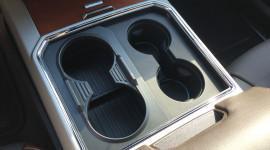 'Độc đáo' với hộc đựng cốc trên Ford F-150 Super Duty 2017