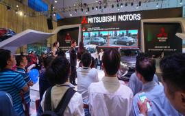 Khách tham quan nườm nượp tới gian hàng Mitsubishi tại VMS 2016