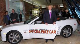 """Xe của Donald Trump và Hillary Clinton: """"Một trời, một vực"""""""