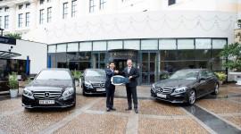 Mercedes-Benz bàn giao lô xe E-Class cho khách sạn Hilton Hà Nội Opera