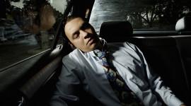 Có nên bật điều hòa, ngủ trong xe?