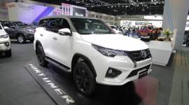 """""""Hàng hot"""" Toyota Fortuner 2016 thêm phiên bản thể thao"""