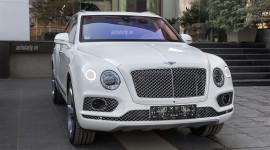 Siêu SUV Bentley Bentayga màu trắng đầu tiên về Việt Nam