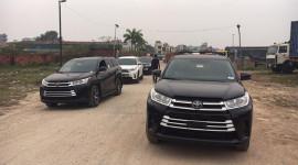 """Hàng """"hot"""" Toyota Highlander 2017 đầu tiên về Việt Nam"""