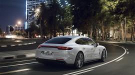 Siêu sedan Porsche Panamera Turbo S E-Hybrid có giá từ 184.400 USD
