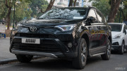 Chạm mặt Toyota RAV4 2016 giá 1,8 tỷ đồng trên phố Hà Nội