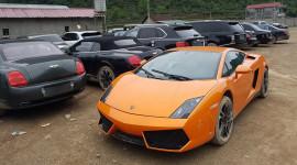 Bãi đất xếp đầy siêu xe và xe siêu sang tại Cao Bằng