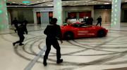 Siêu xe Ferrari drift náo loạn trung tâm thương mại