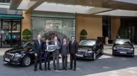 Mercedes-Benz tiếp tục bàn giao 5 xe E-Class 2017 cho khách sạn 5 sao